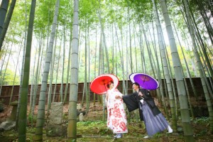 couple in baboo scenery at Azekura Kyoto