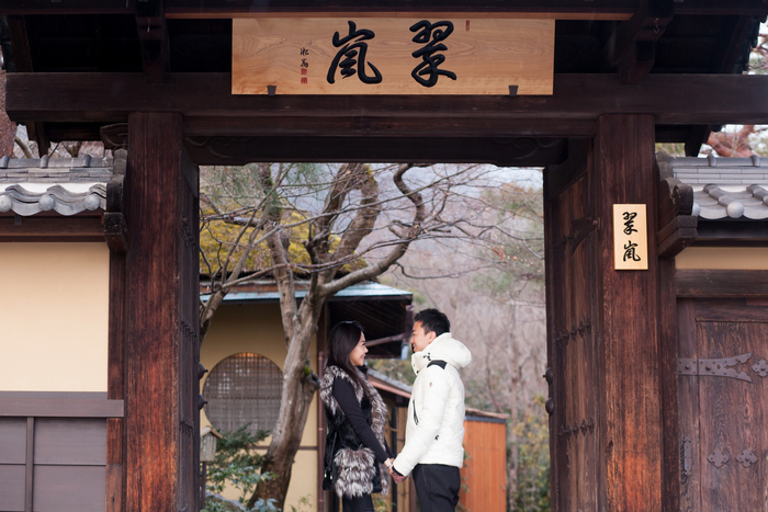 couple travel to Kyoto