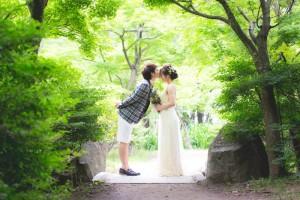 boyfriend kisses on girlfriend's forehead