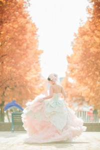 Sunshine and maple leaf make bride more brilliant