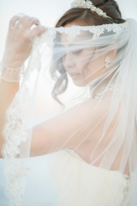 bride with pure white vail