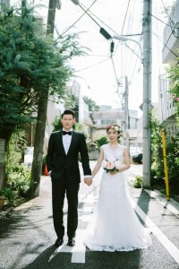 foreign couple take pre wedding in Japan